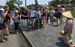 Les touristes au pays des merveilles : Effet miroir de la photographie. La présence ou l'absence du droit à l'image donne-t-il tous les droits ?