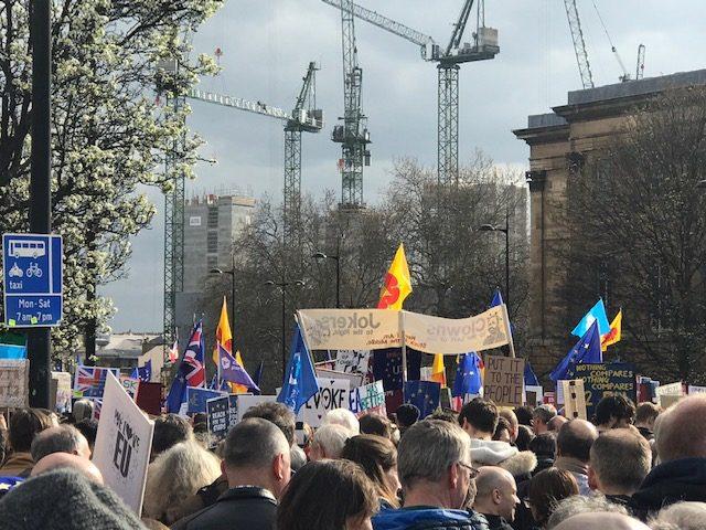 Περισσότεροι από ένα εκατομμύριο άνθρωποι διαμαρτύρονται στο Λονδίνο ενάντια στο Brexit