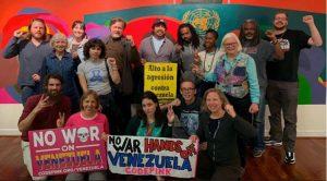 Antikriegs-Aktivisten schützen die Botschaft Venezuelas in Washington DC