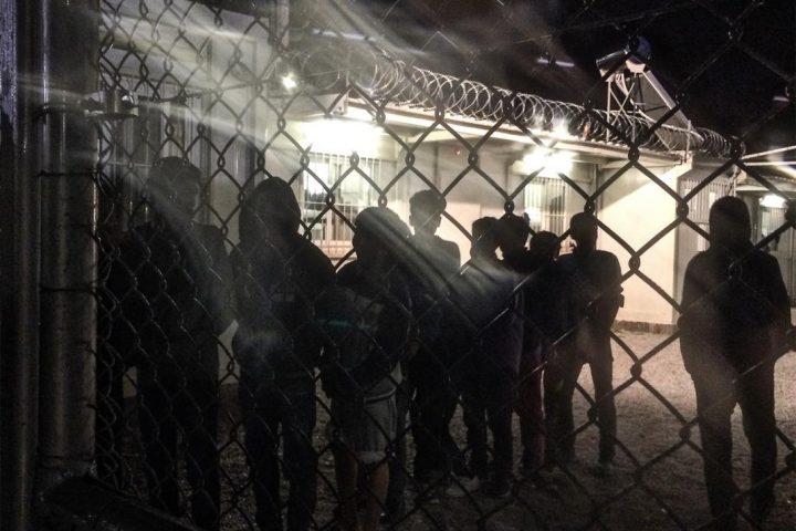 Grecia niega el arresto policial de niños solitarios