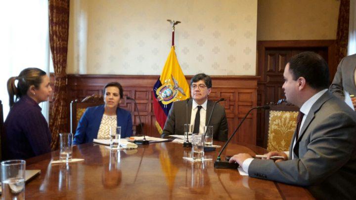 Assange: en rueda de prensa, canciller ecuatoriano afirma que no se violó ningún acuerdo internacional