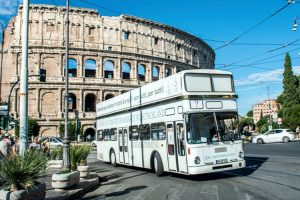El ómnibus de la democracia directa de camino a Roma