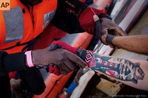 Come e quanto l'Italia sta aiutando i migranti africani a casa loro