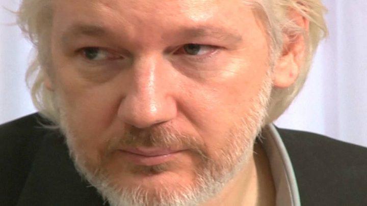 Julian Assange accusato di spionaggio in una terrificante minaccia al Primo Emendamento