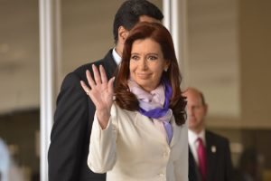 Cristina Kirchner anuncia candidatura a vice-presidente da Argentina