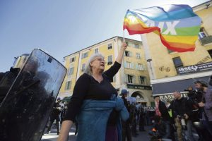 Geneviève Legay, l'attivista di Attac ferita a Nizza, torna a casa