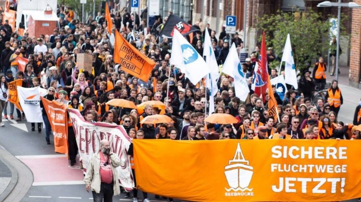 SEEBRÜCKE: Wir haben Hannover Orange gefärbt!