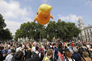 Proteste per la visita di Donald Trump nel Regno Unito