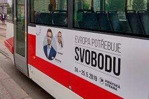 Record d´affluenza a Praga: vince la tendenza pro Europea