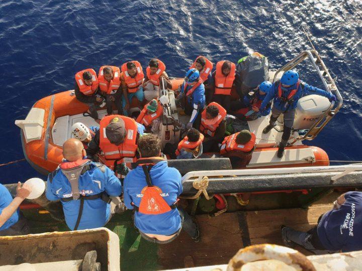 Le navi delle Ong tornano a salvare vite nel Mediterraneo