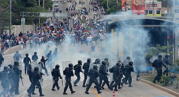 Hondureños exigen en las calles la salida del usurpador presidente Hernández