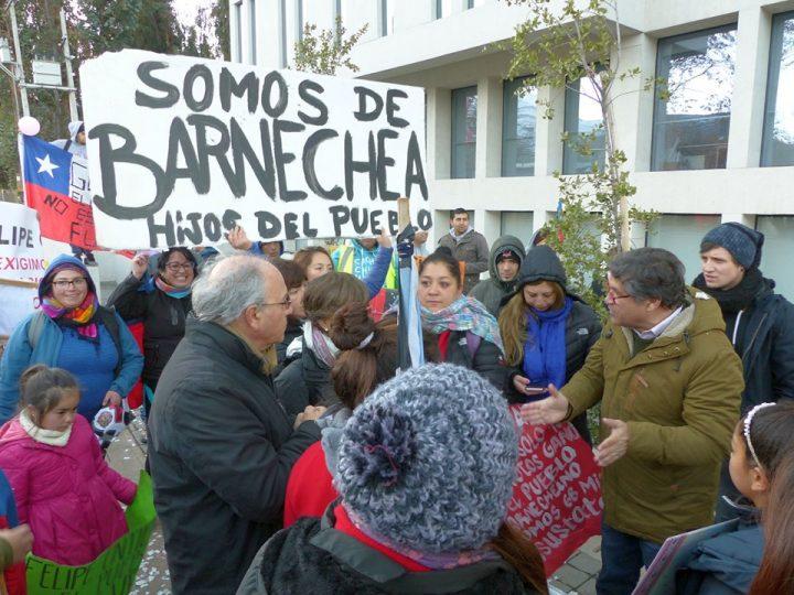 Cile: Il Deputato Tomás Hirsch manifesta insieme agli abitanti di Lo Barnechea contro lo sfratto promosso dal sindaco