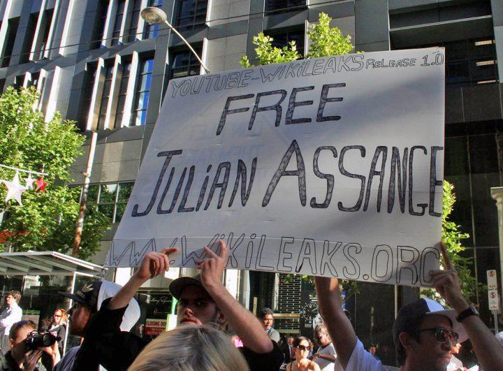Governo britânico assina o pedido de extradição de Julian Assange para os EUA
