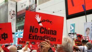 Manifestations de masse à Hong Kong. Le Parlement reporte le débat sur la loi d'extradition en Chine