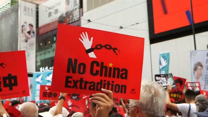 Legisladores de Hong Kong retrasan el debate sobre el proyecto de ley de extradición en medio de protestas masivas