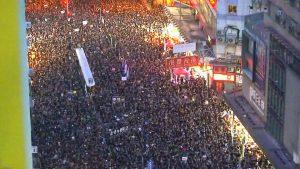 D'autres manifestations de masse à Hong Kong au moment où l'activiste Joshua Wong est libéré de prison