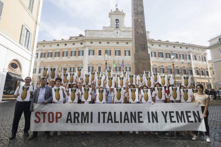 Stop armi italiane in Yemen: flash mob a Montecitorio della società civile italiana