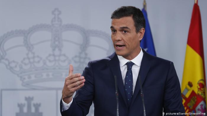 ¿Será Pablo Casado el salvavidas de Pedro Sánchez?