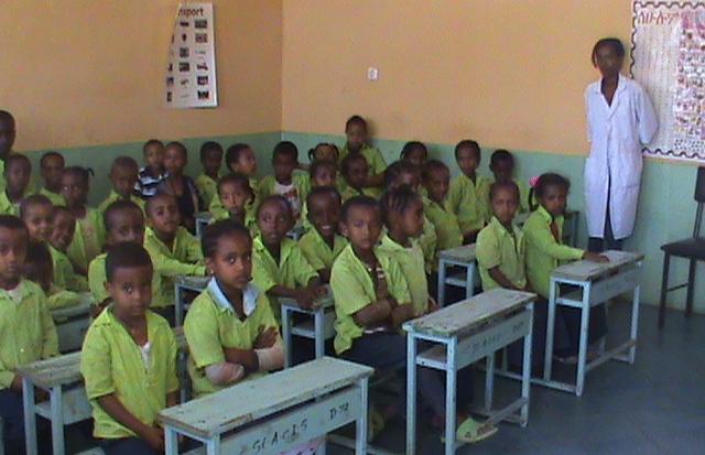 Etiopia: grembiuli e libri gratis nelle scuole da settembre