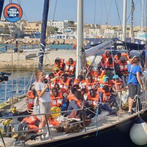 L'Alex attracca a Lampedusa. L'Alan Kurdi si dirige verso l'Italia. Manifestazioni per l'accoglienza in tutta la Germania