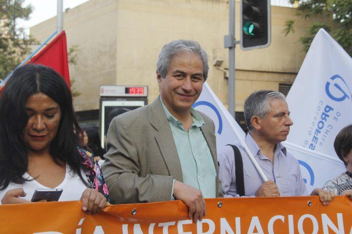 «El movimiento está en alto y Chile sabe lo que los 'patipelaos' podemos hacer»: Mario Aguilar sobre negociación de profesores con gobierno