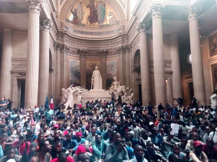 Les Gilets Noirs occupent le Panthéon à Paris