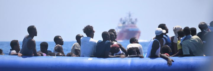 """Novo naufrágio na costa da Líbia: """"Pelo menos 40 pessoas morreram afogadas, muitas eram crianças"""""""