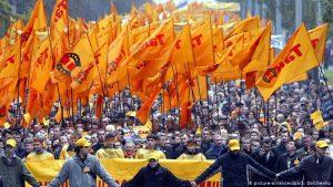 """Farben der Revolution: Von der Orangen Revolution bis zur """"Green Wave"""" im Iran"""