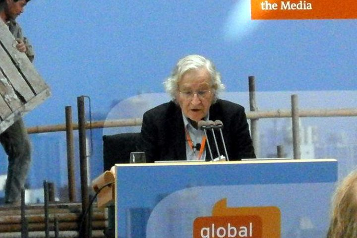 Noam Chomsky : « Les maîtres de l'humanité ont tué l'Europe »