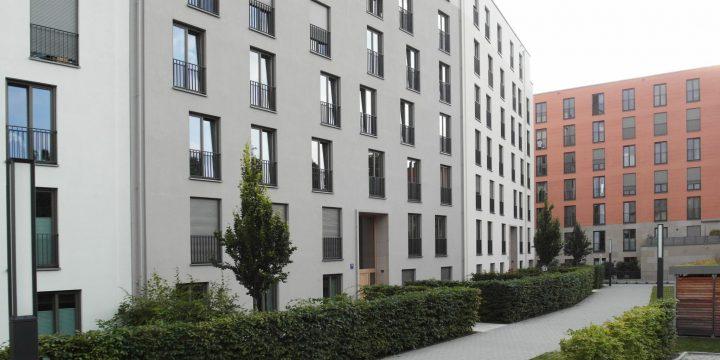 """Der """"Rodenstock Garten"""" in der Münchener Isarvorstadt – teuer, großmaßstäblich, seriell, monoton, steril, kühl und unbehaglich"""