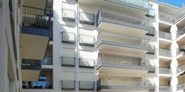 """Die """"Nymphenburger Höfe"""" in der Münchener Maxvorstadt: Heruntergelassene Rollläden deuten auf leerstehende Wohnungen hin."""