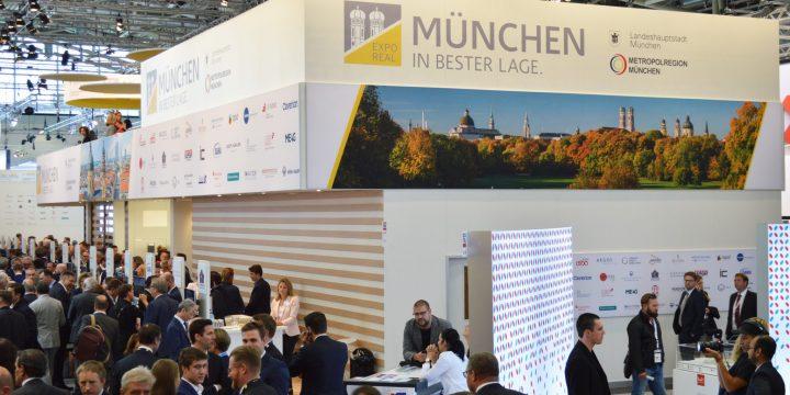 """Anfang Oktober 2018 pries sich München auf der Immobilienmesse """"ExpoReal"""" wieder als Standort für umsatzstarke Unternehmen an."""