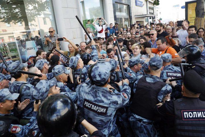 Oltre 1700 arresti in Russia, impedito ogni diritto di manifestare alle opposizioni