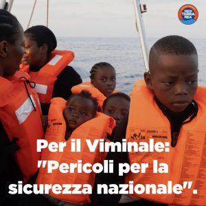 Il Viminale blocca la nave dei bambini a 13 miglia da Lampedusa
