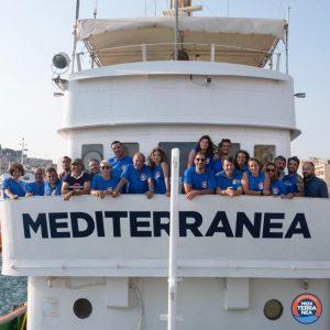 El barco Mar Jónico partió. Testimonios desde cubierta