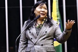 Jôenia Wapichana – La prima deputata indigena del Brasile