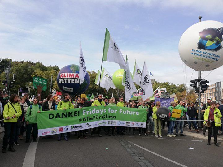 FRIDAY'S FOR FUTURE IN  BERLIN: Mehr als 100.000 mit Regierungspolitik  unzufrieden