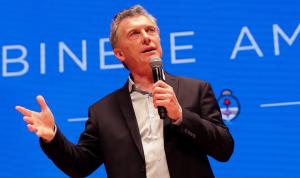 Após declarar moratória, Argentina restringe compra de dólares