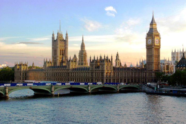 La suspension du Parlement déclenche une tempête politique au Royaume-Uni