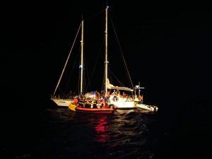 Sbarco a Malta per i migranti salvati dall'Alan Kurdi. L'Ocean Viking attende ancora un porto sicuro