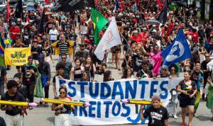 Estudantes se somam ao protesto 'Grito dos Excluídos' em oposição ao governo de Bolsonaro