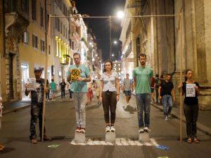 Roma: performance di Extinction Rebellion per le vie del centro