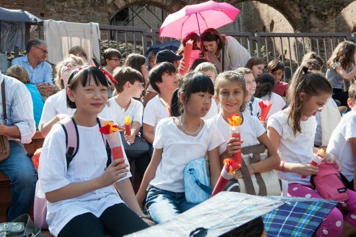 Colors of Peace al Colosseo a Roma; Peace Run Premia la Marcia Mondiale per la Nonviolenza