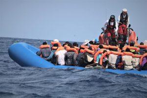 Ocean Viking salva a 50 migrantes. Otro intento de suicidio de Alan Kurdi