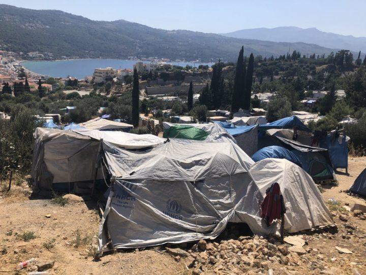 Sempre più rifugiati arrivano sulle isole greche, tra sovraffollamento e carenza d'acqua