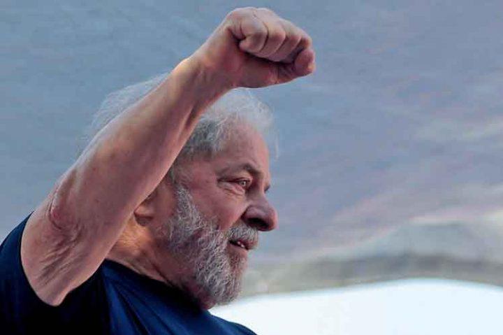 Lula: Brasil está sendo destruído por um Governo de traidores