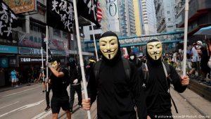 Hong Kong bane máscaras e eleva pressão sobre manifestantes