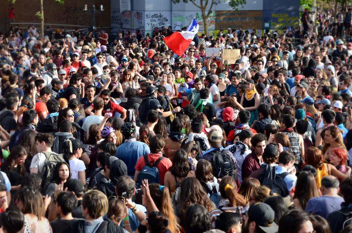 Cile, revocati coprifuoco a Santiago e stato d'emergenza