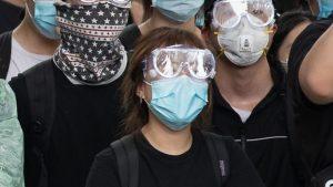Critican la Ley en Hong Kong que prohibe máscaras en las protestas