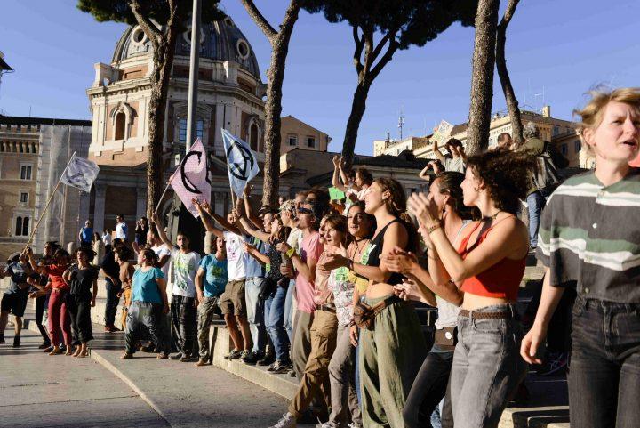 Dieci attivisti di Extinction Rebellion (XR) hanno iniziato lo sciopero della fame per la crisi ecologica e climatica